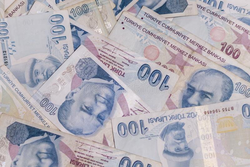أسعار صرف الليرة التركية مقابل الدولار واليورو اليوم الثلاثاء
