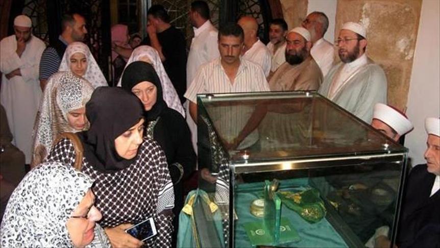 """هدية الدولة العثمانية.. أهالي طرابلس اللبنانية يزورون """"الأثر الشريف"""""""
