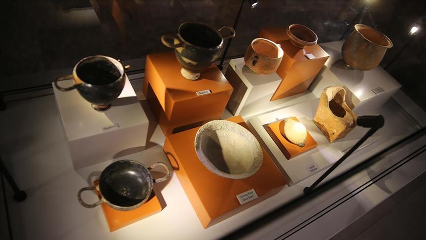 موغلا.. إقبال كبير على آثار استخرجت من لحد عمره 2400 عام
