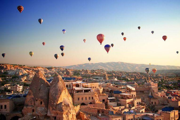 إقبال كبير على رحلات المناطيد في كبادوكيا التركية