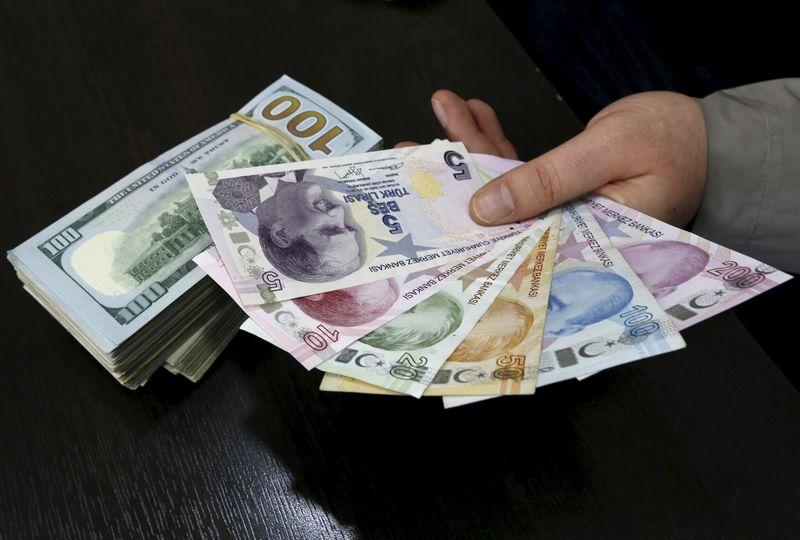 سعر صرف الليرة التركية مقابل الدولار واليورو في تعاملات اليوم الإثنين 28 / 6 / 2021