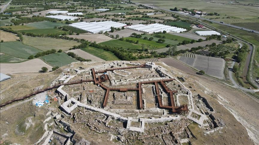 """تركيا.. قلعة """"آلتين تبه"""" تكتسي بحلة جديدة بعد 2900 عام"""