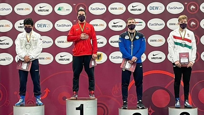 مصارعة.. التركي بولاتشي يحرز ذهبية البطولة الأوروبية للشباب