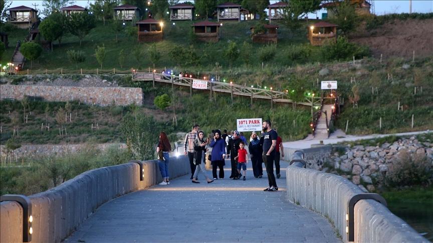 """تركيا.. جسر """"مراد التاريخي"""" يستعيد ألقه السياحي"""
