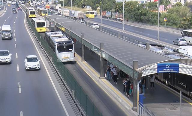 صورة مفاجئة.. ذاب الإسفلت على طريق المتروباص بإسطنبول من الحرارة الشديدة
