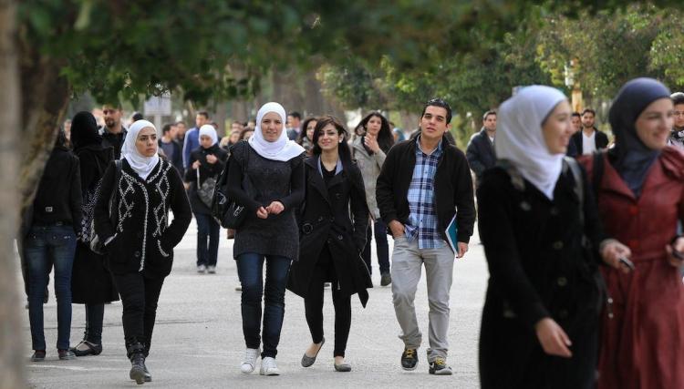 """""""يدخلون الجامعة بدون امتحان"""".. ادعاءات مضللة حول الطلاب السوريين في تركيا"""