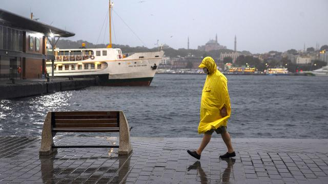 الأرصاد الجوية تحذر.. هطول الأمطار سيكون قوياً في هذه المنطقة!