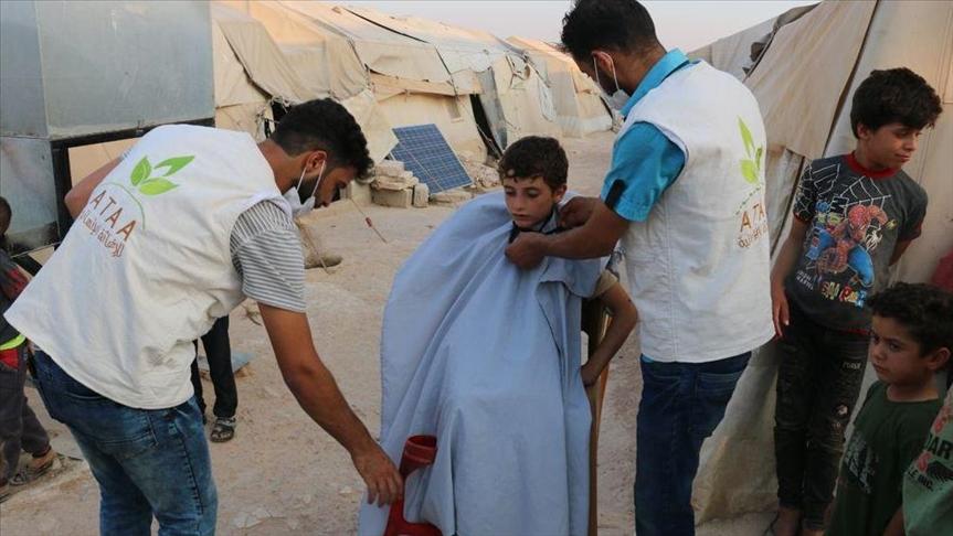 حلاقة مجانية لألف طفل في مخيمات مدينة الباب شرقي حلب