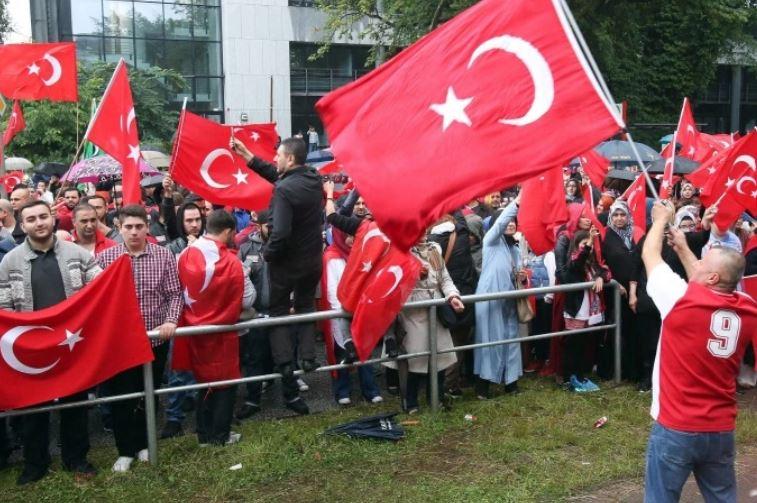 هل يكره الأتراك اللاجئين حقًا ؟