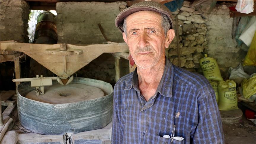 انتقلت بالوراثة.. طاحونة تعمل بالماء منذ 66 عاماً وسط تركيا