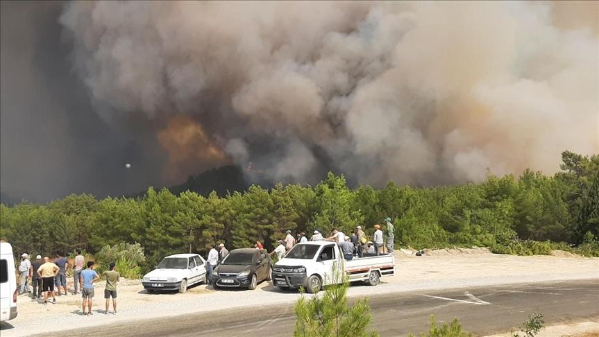 إخلاء قرية بولاية أنطاليا تحسبا لحرائق الغابات