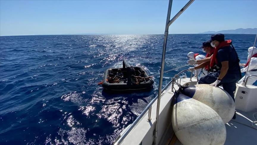 """إنقاذ 8 طالبي لجوء قبالة سواحل قضاء """"مرمريس"""" بولاية موغلا"""