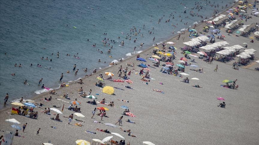 أنطاليا التركية تستقبل 77 ألف سائح كل عطلة أسبوعية